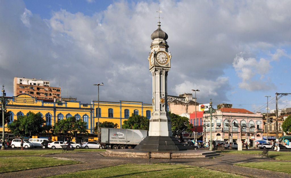 Foto de um relógio em praça de Belém, representando abrir empresa em Belém