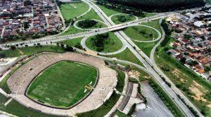 Foto aérea da vista de uma rodovia, representando abrir empresa em Ipatinga