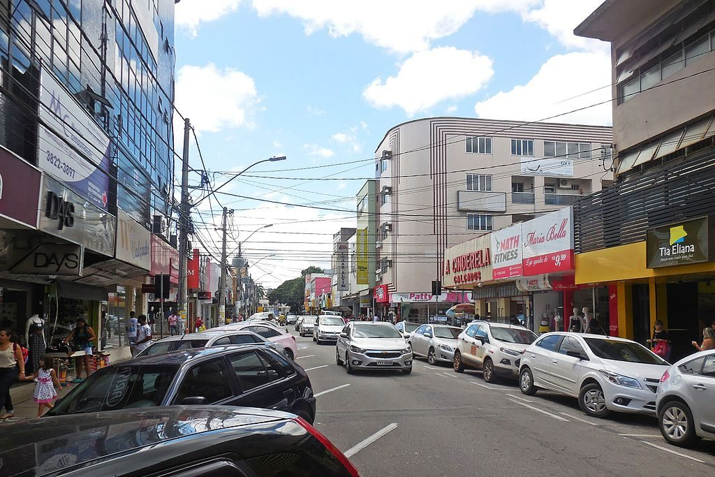 Foto do centro de Ipatinga, na Avenida 28 de maio