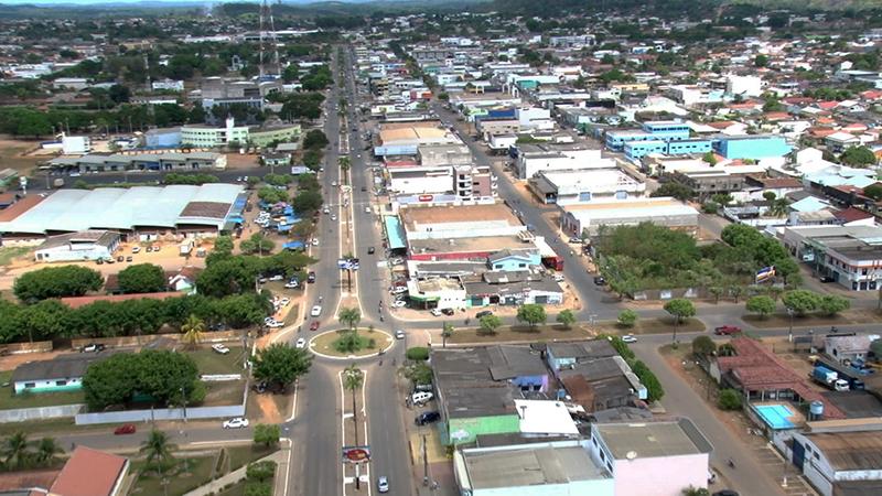 Foto com vista aérea do centro da cidade, representando abrir empresa em Ariquemes
