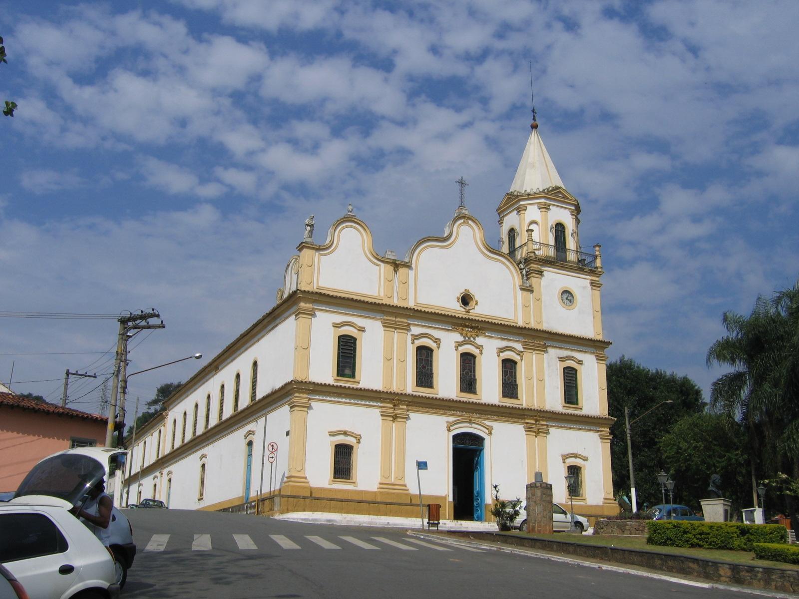 Foto da igreja matriz, representando abir empresa em Santana de Parnaíba