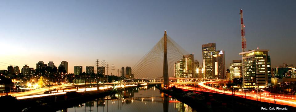 Foto da ponte estaiada de São Paulo