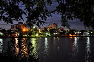 Foto da Lagoa Armênia durante a noite, representando abrir empresa em Taquari