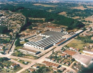 Foto aérea de uma fábrica, representando abrir empresa em Campo Largo