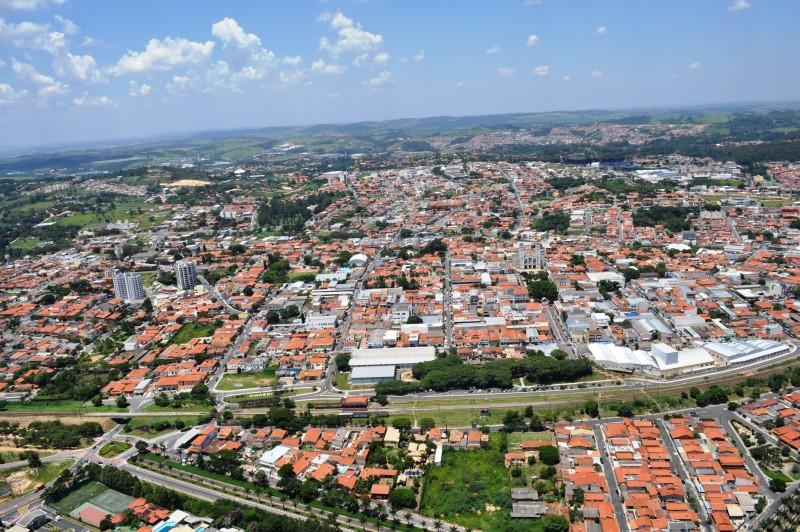 Foto aérea da cidade, representando abrir empresa em Vinhedo