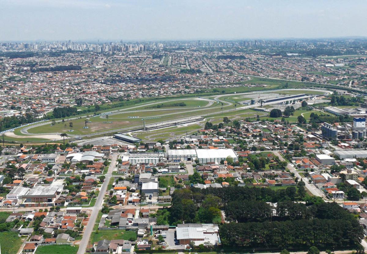 Foto aérea da cidade, representando abrir empresa em Pinhais