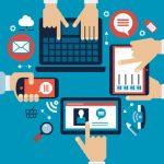 Vetor de quatro mãos, cada uma mexendo em um dispositivo diferente, representando o marketing para PMEs