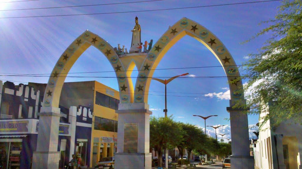 Foto dos Arcos de Nossa Senhora de Fátima, representando abrir empresa em Nova Russas