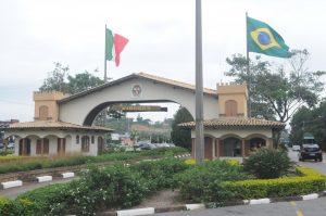 Foto dos arcos e entrada da cidade, representando abrir empresa em Vinhedo