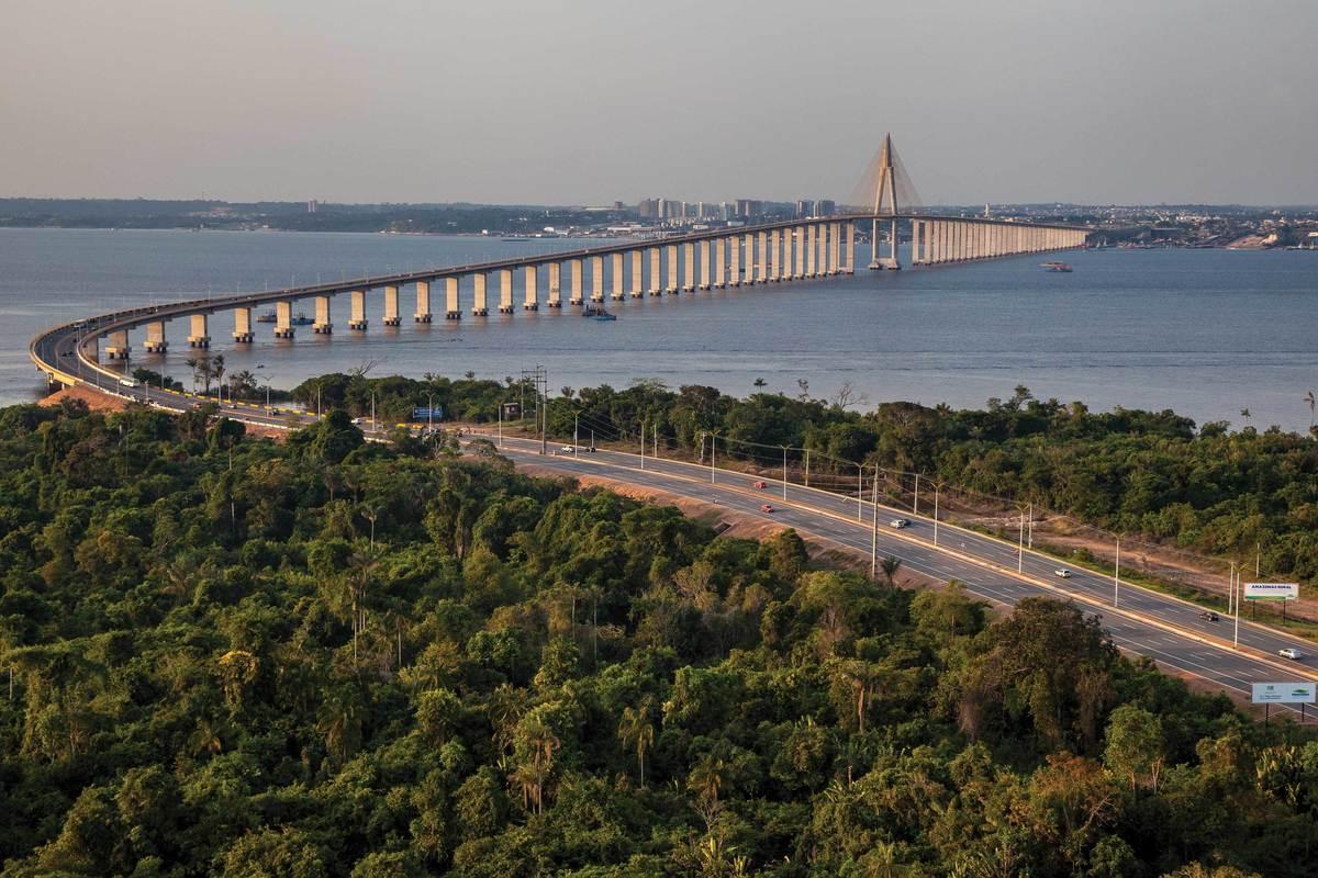 Foto da ponte Rio Negro necessária para chegar em Iranduba, representando abrir empresa em Iranduba - Abertura Simples