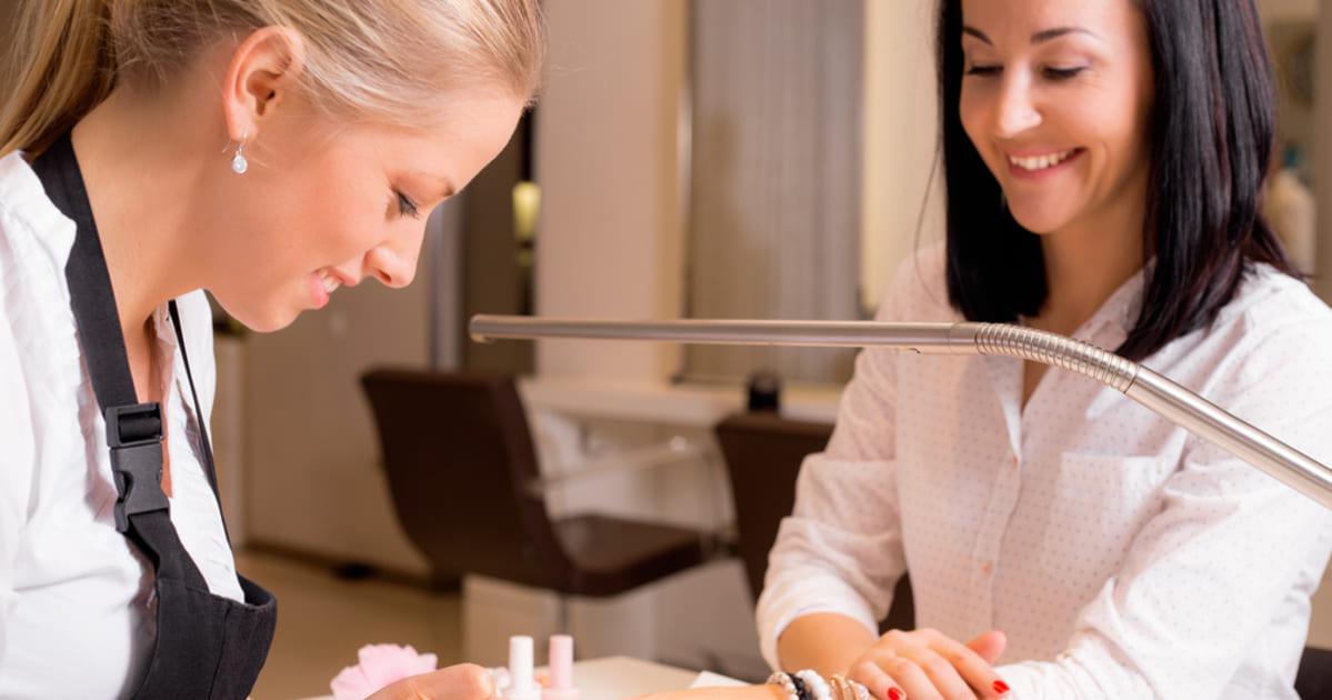 Foto de uma esmalteria, representando como abrir uma esmalteria - Abertura Simples