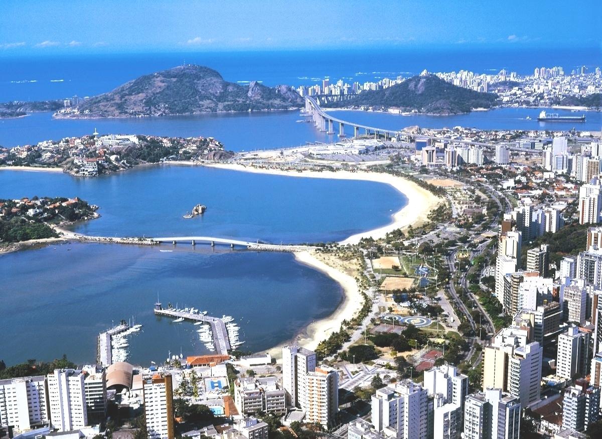 Foto das praias e prédios da cidade, representando abrir empresa em Vitória.
