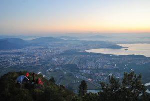 Vista do Morro Cambirela na cidade de Palhoça, representando abrir empresa em Palhoça - Abertura Simples