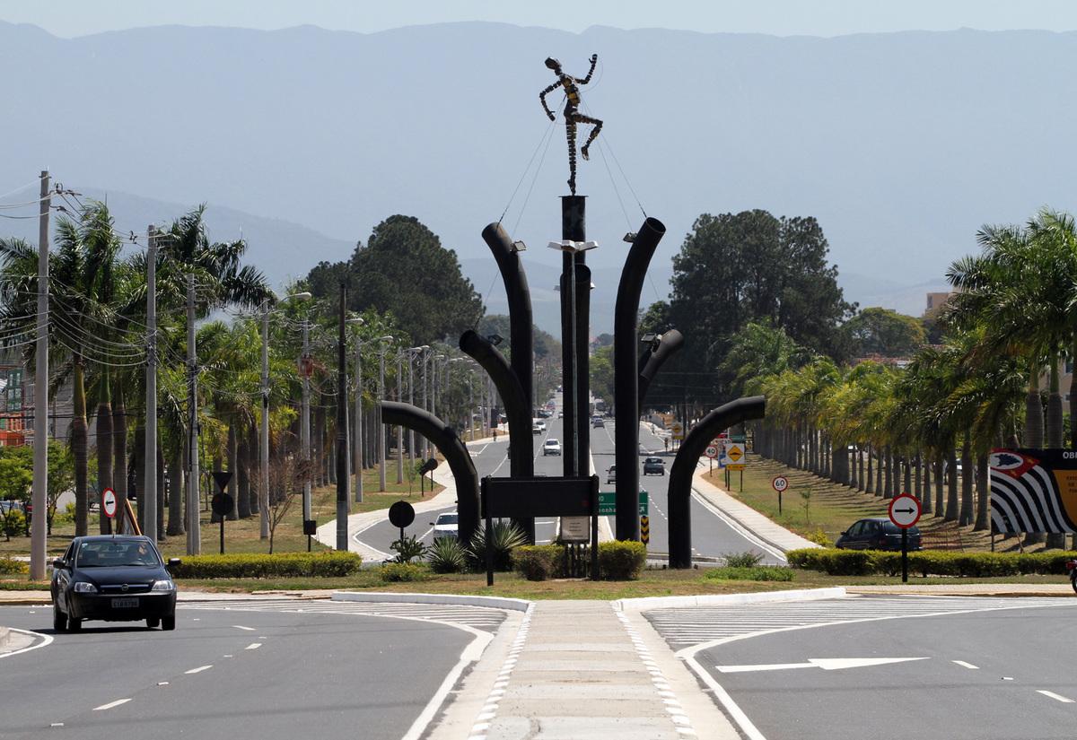 Rodovia em Pindamonhangaba, representando escritório de contabilidade em Pindamonhangaba - Abertura Simples