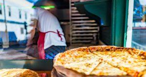 Foto de uma pizza, representando como abrir uma pizzaria - Abertura Simples