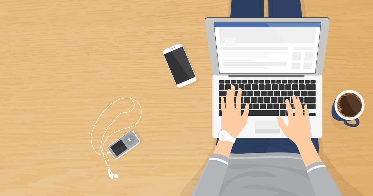 Ilustração de um homem com um notebook no colo, representando sites para empreendedores - Abertura Simples