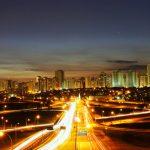 Foto de estrada de São José dos Campos, representando uma das cidades com mais franquias