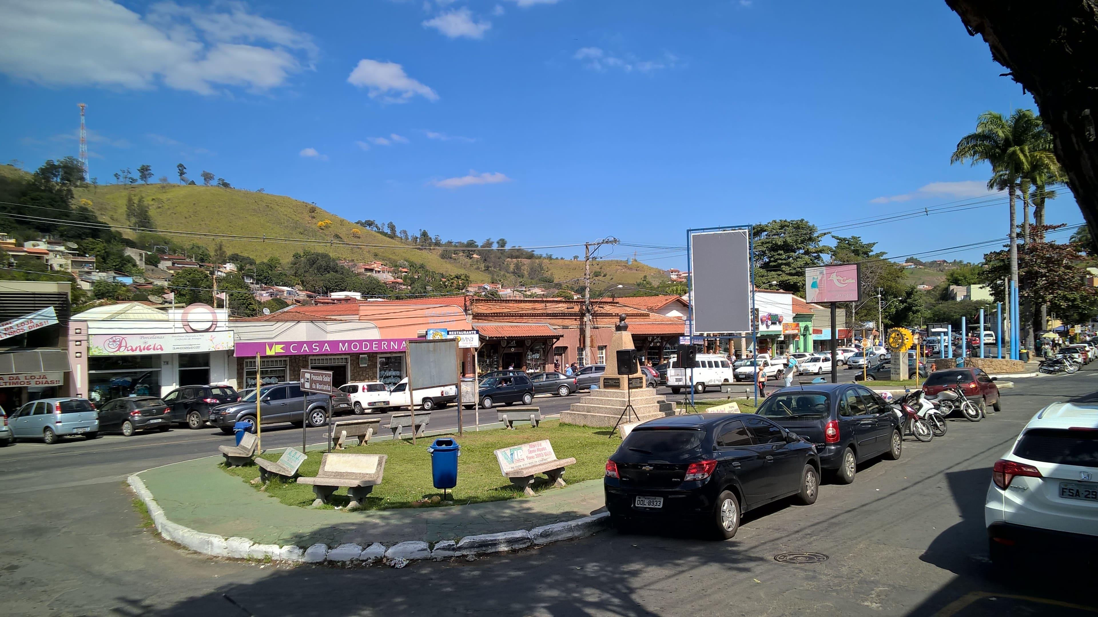 Imagens das lojas que existem na cidade para auxiliar esses empreendedores a escolherem abrir empresa em Pedreira