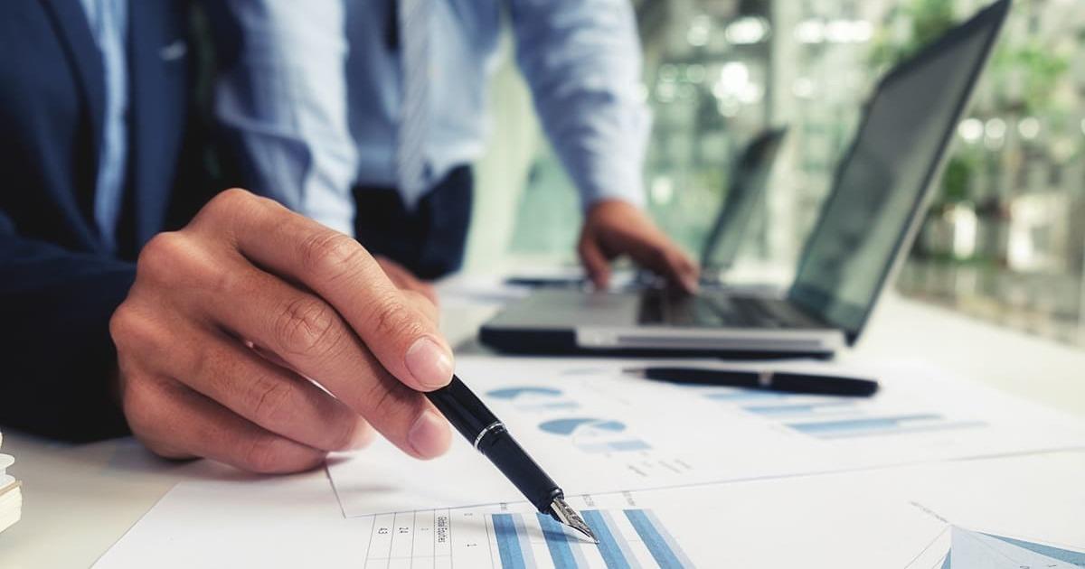 Notebook e planejamentos, representando empreender em Lauro de Freitas - Abertura Simples