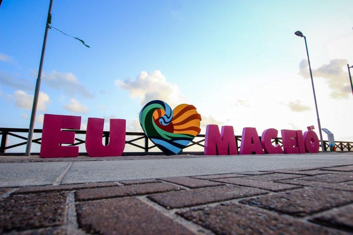 Letreiro ''Eu amo Maceió'', representando escritório de contabilidade em Maceió - Abertura Simples