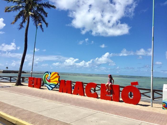 Letreiro ''Eu amo Maceió'', representando abrir empresa em Maceió - Abertura Simples