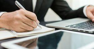 Notebook e tablet, representando empreender em Mesquita - Abertura Simples
