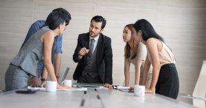 Empreendedores em reunião, representando empreender em Sertãozinho - Abertura Simples