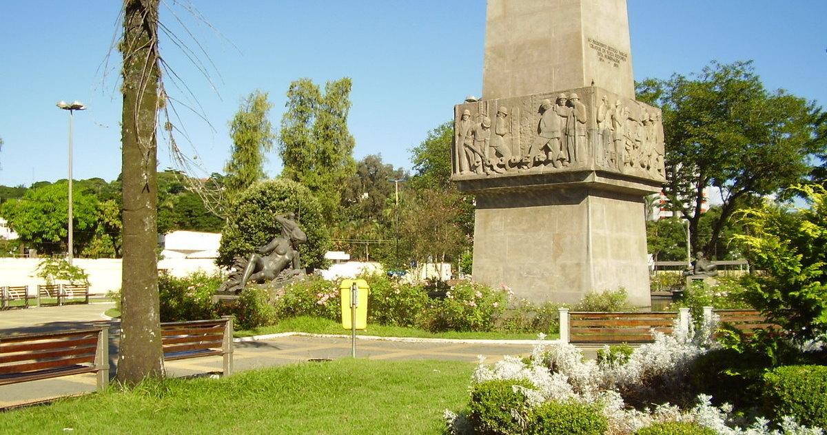 Praça Brasil em Volta Redonda, representando abrir empresa em Volta Redonda - Abertura Simples