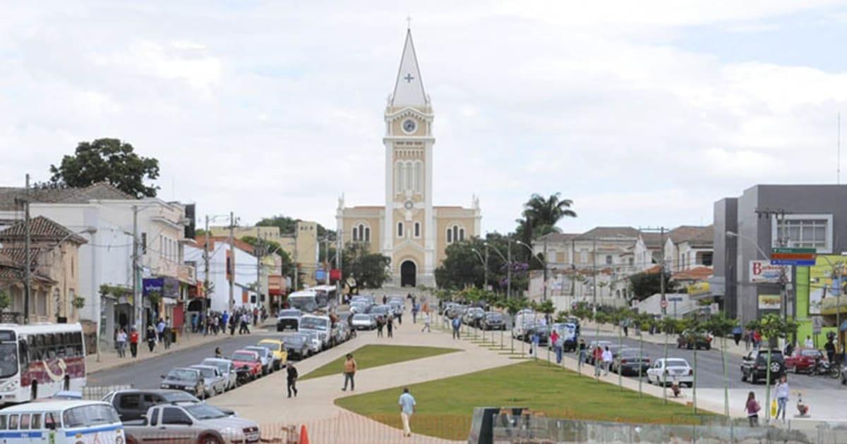 Foto da igreja principal da cidade, representando contabilidade em Araxá