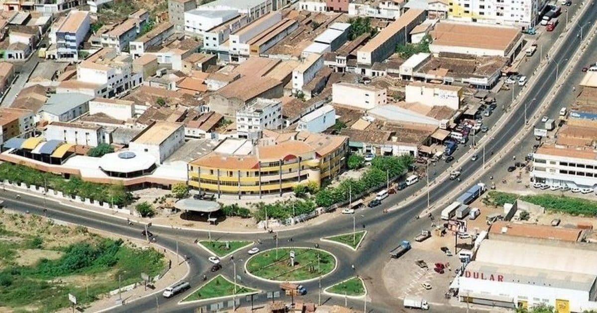 foto de praça da cidade, representando contabilidade em picos