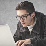 foto de um rapaz representando os empreendedores jovens