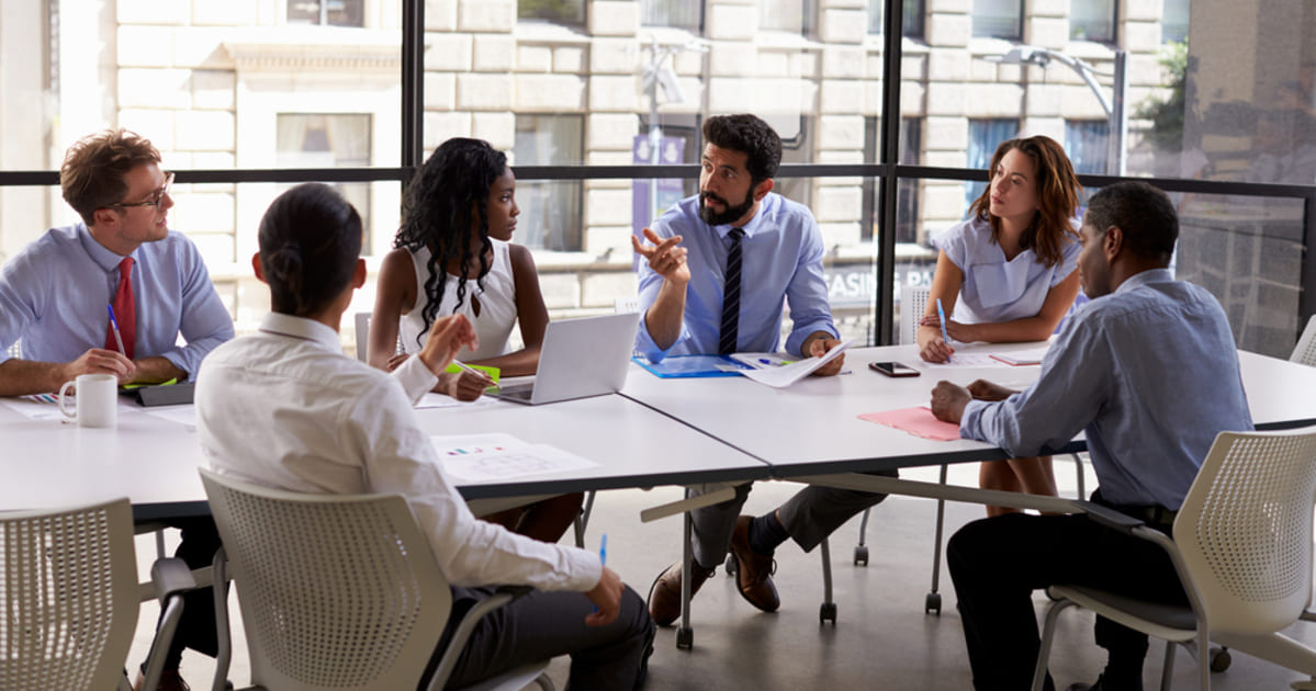 foto de algumas pessoas fazendo reunião, representando empreender em barra mansa