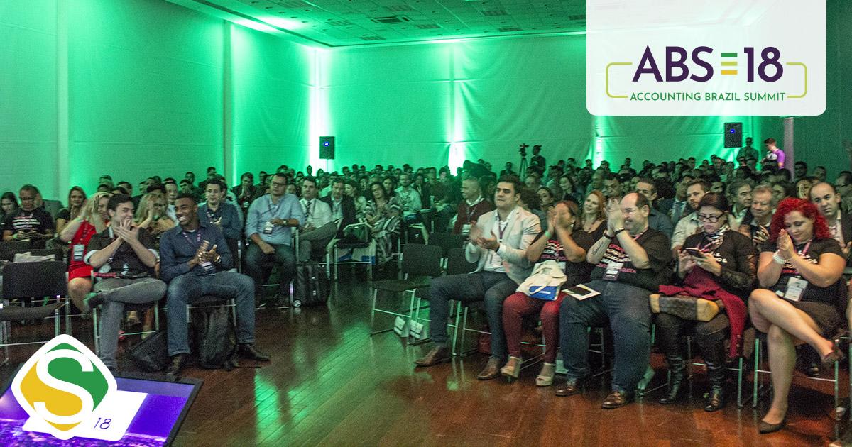 foto de participantes do evento no auditório, representando o sucesso do ABS18