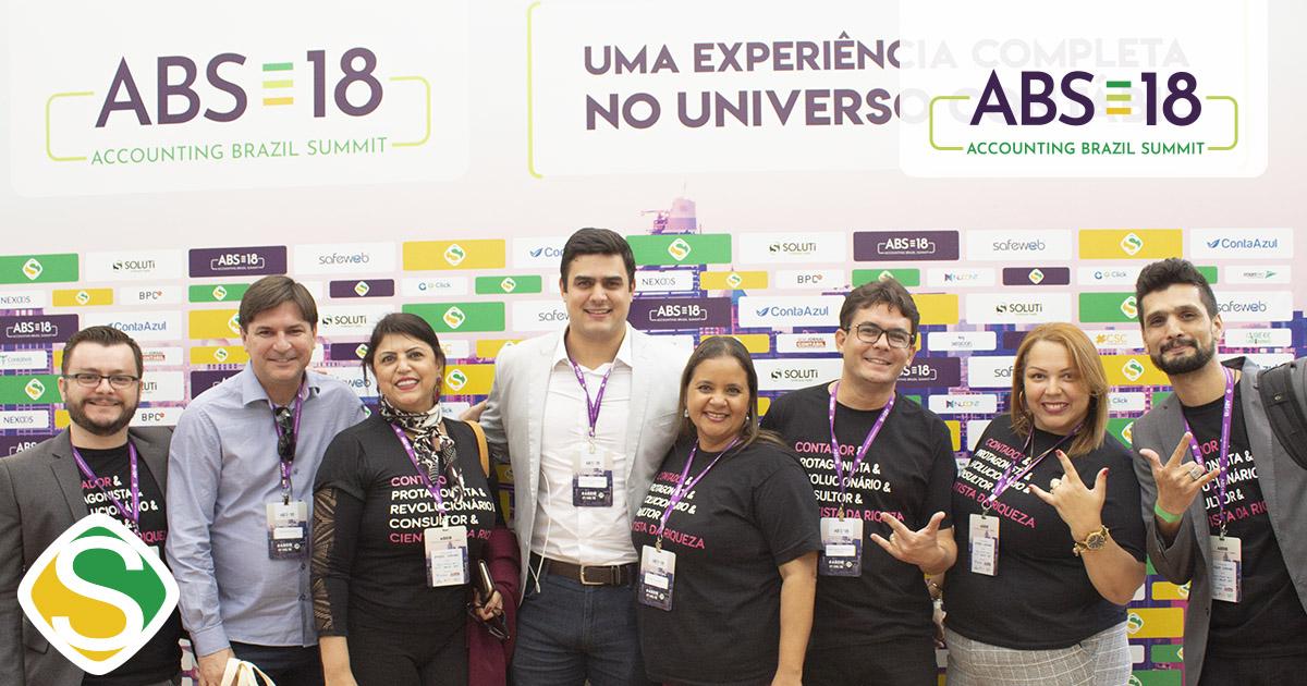 foto de participantes no painel do evento, representando o sucesso do abs18