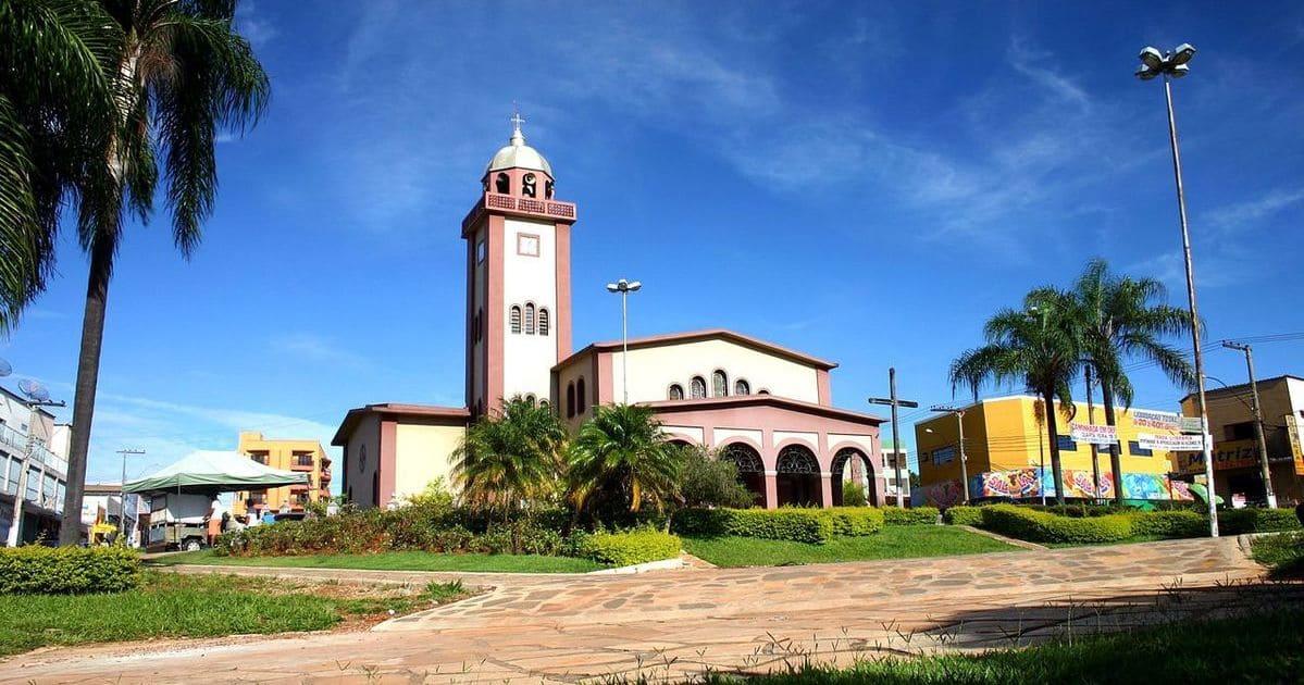foto da igreja da cidade, representando abrir empresa em Luziânia