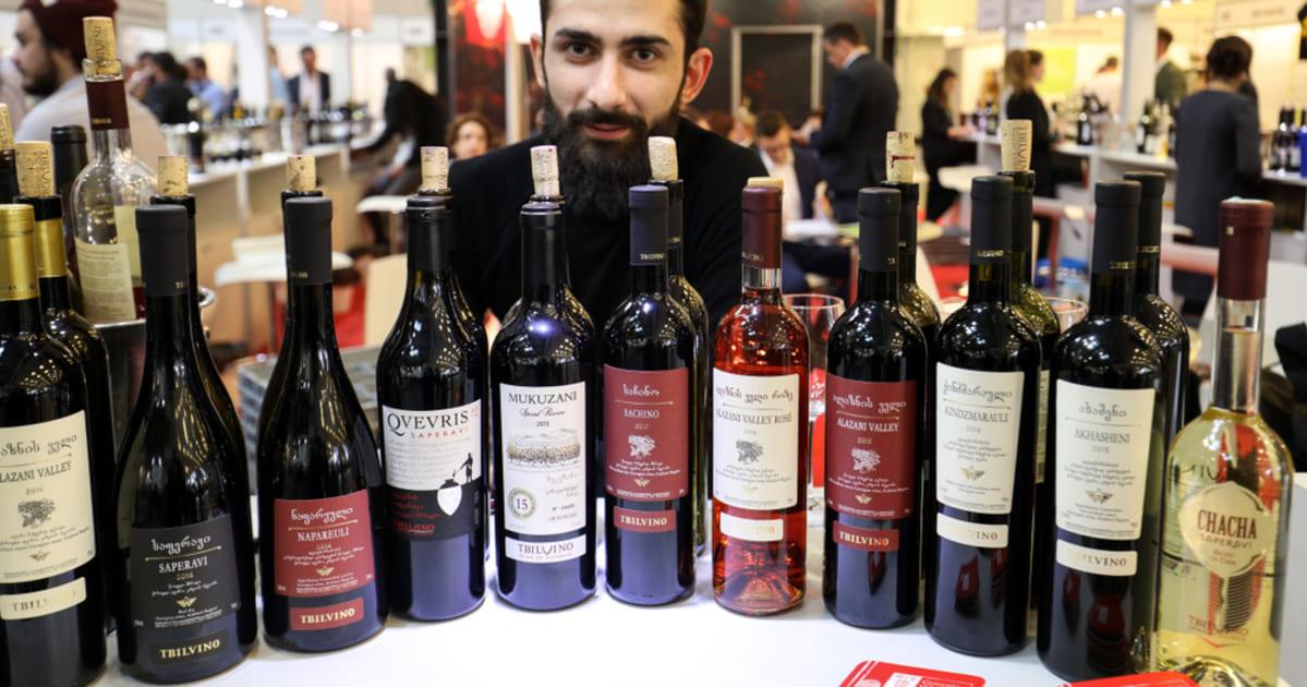 foto de várias garrafas de vinho, representando como abrir uma distribuidora de bebidas