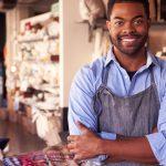 foto de um homem, microempreendedor, representando as dúvidas do mei