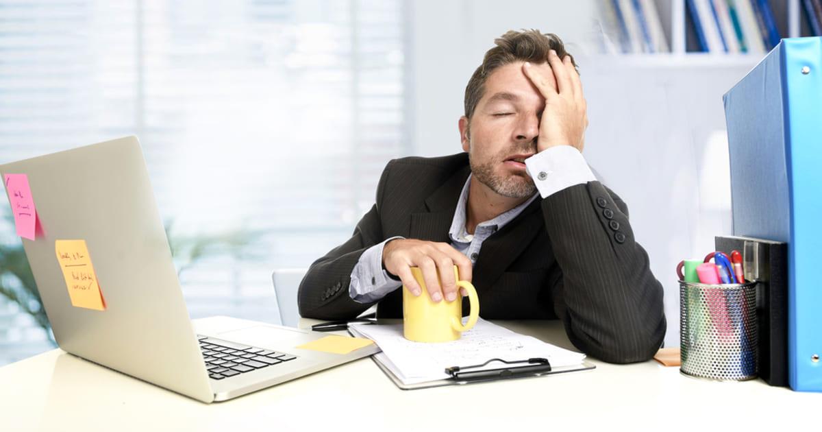 Foto de um homem, representando o funcionário ruim