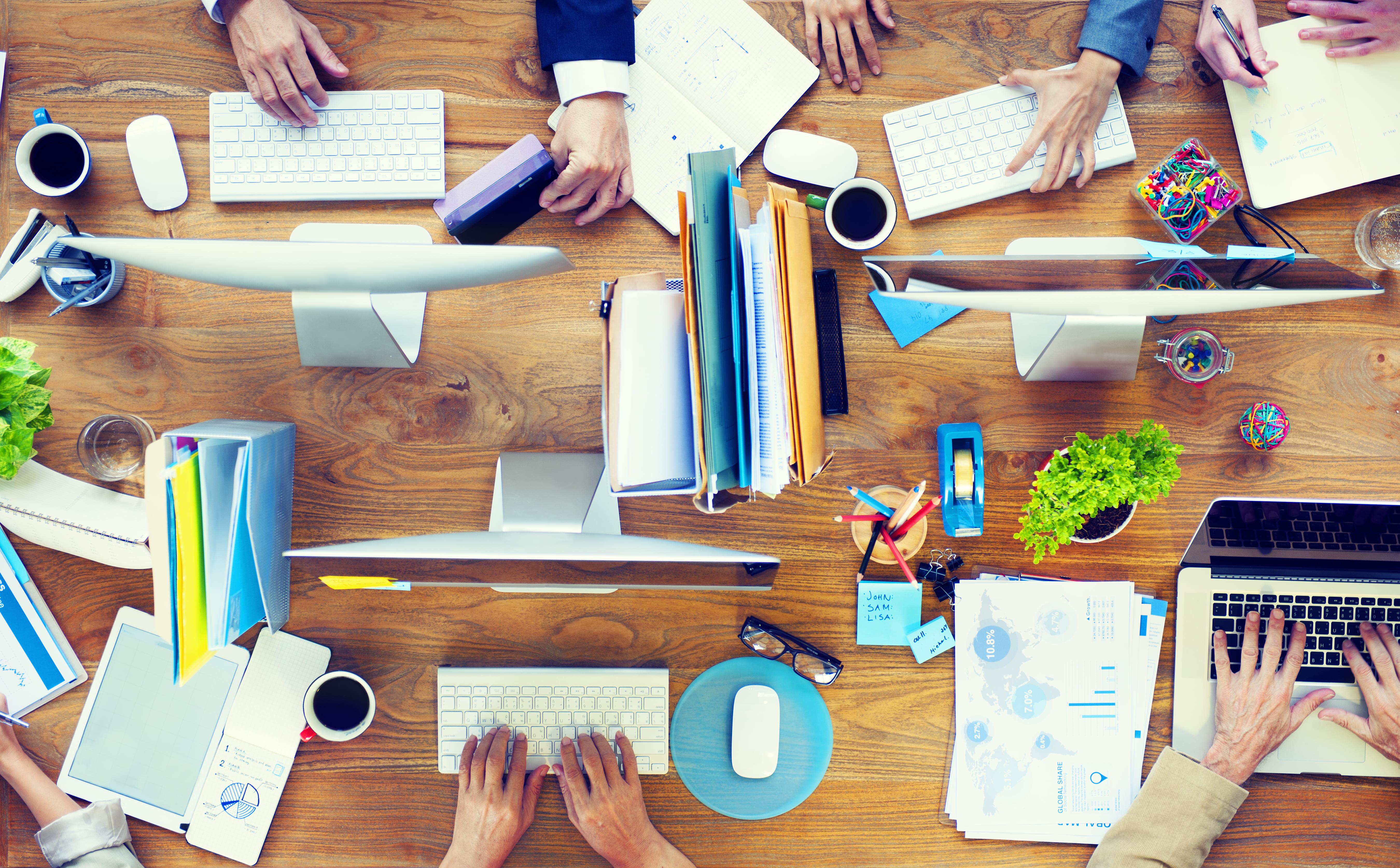 Imagem de pessoas trabalhando para motivar quem quer empreender em Itabaiana