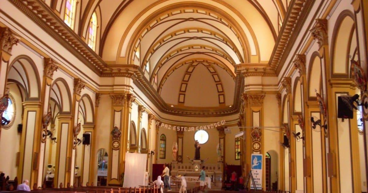 Imagem da igreja matriz da cidade para motivar quem quer escolher um escritório de contabilidade em Santo Antonio da Platina