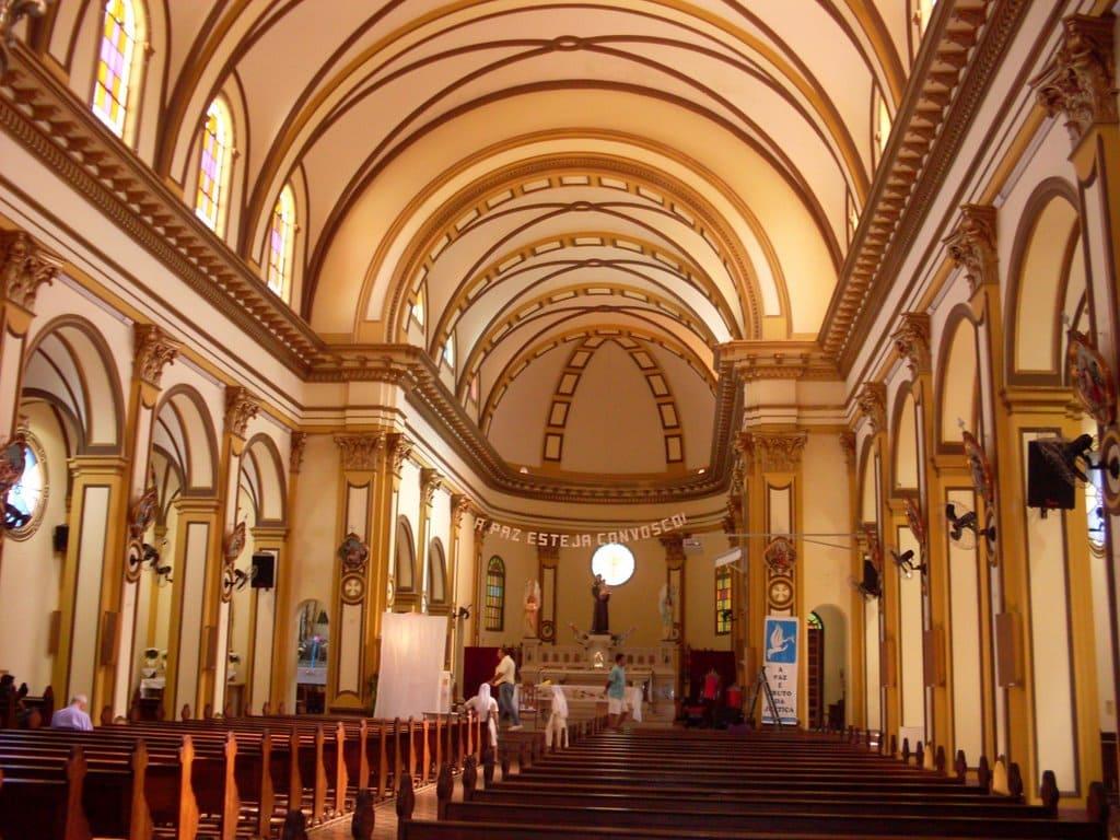 Imagem da igreja para auxiliar quem deseja abrir empresa em Santo Antônio da Platina
