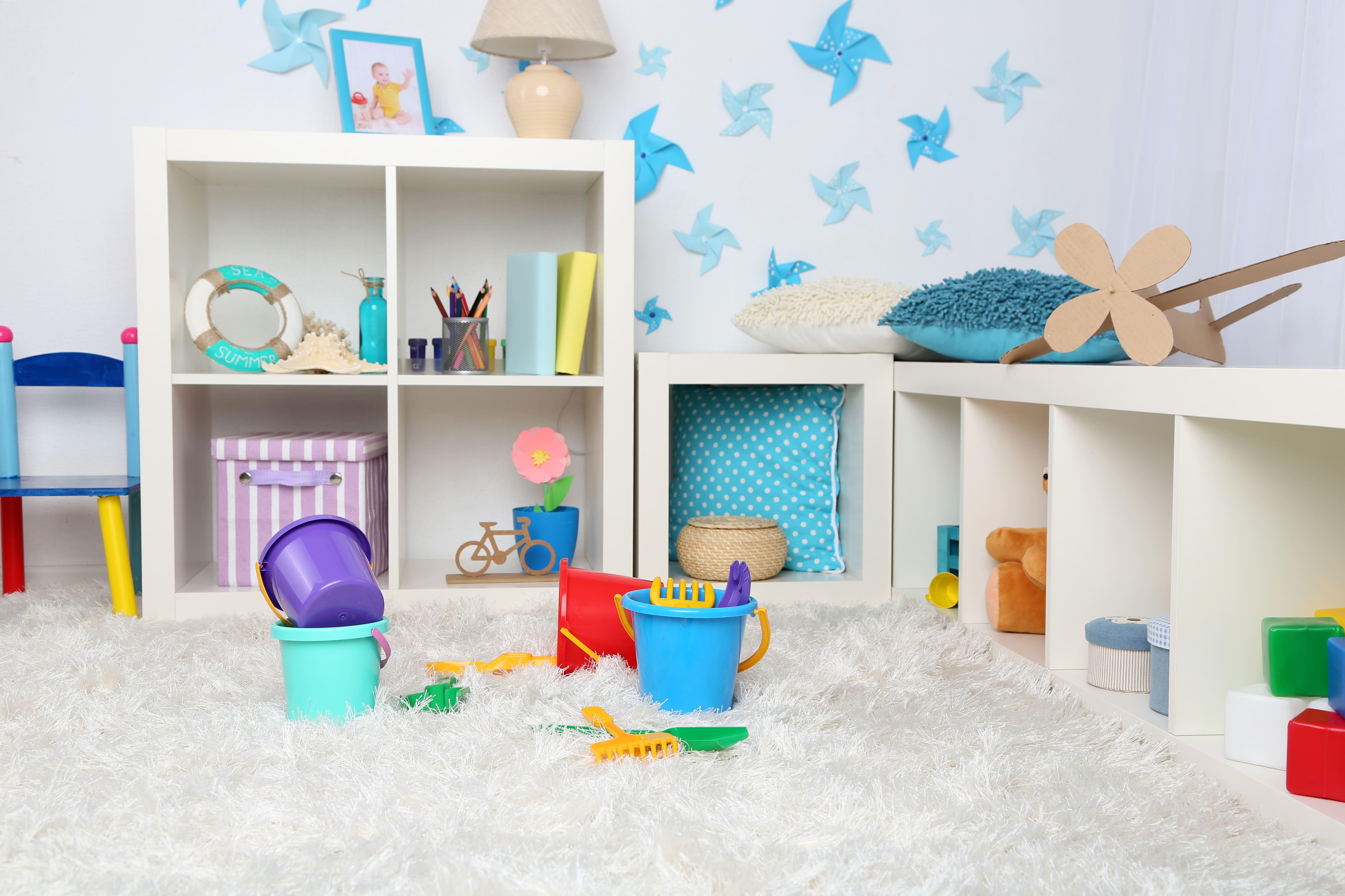 Foto de um cantinho com vários brinquedos e móveis que o empreendedor poderá trabalhar quando ele montar um serviço de decoração para quarto de bebês