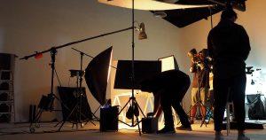 Imagem de uma equipe de filmagem de um empreendedor que desejou montar um serviço de locação de equipamentos de filmagem