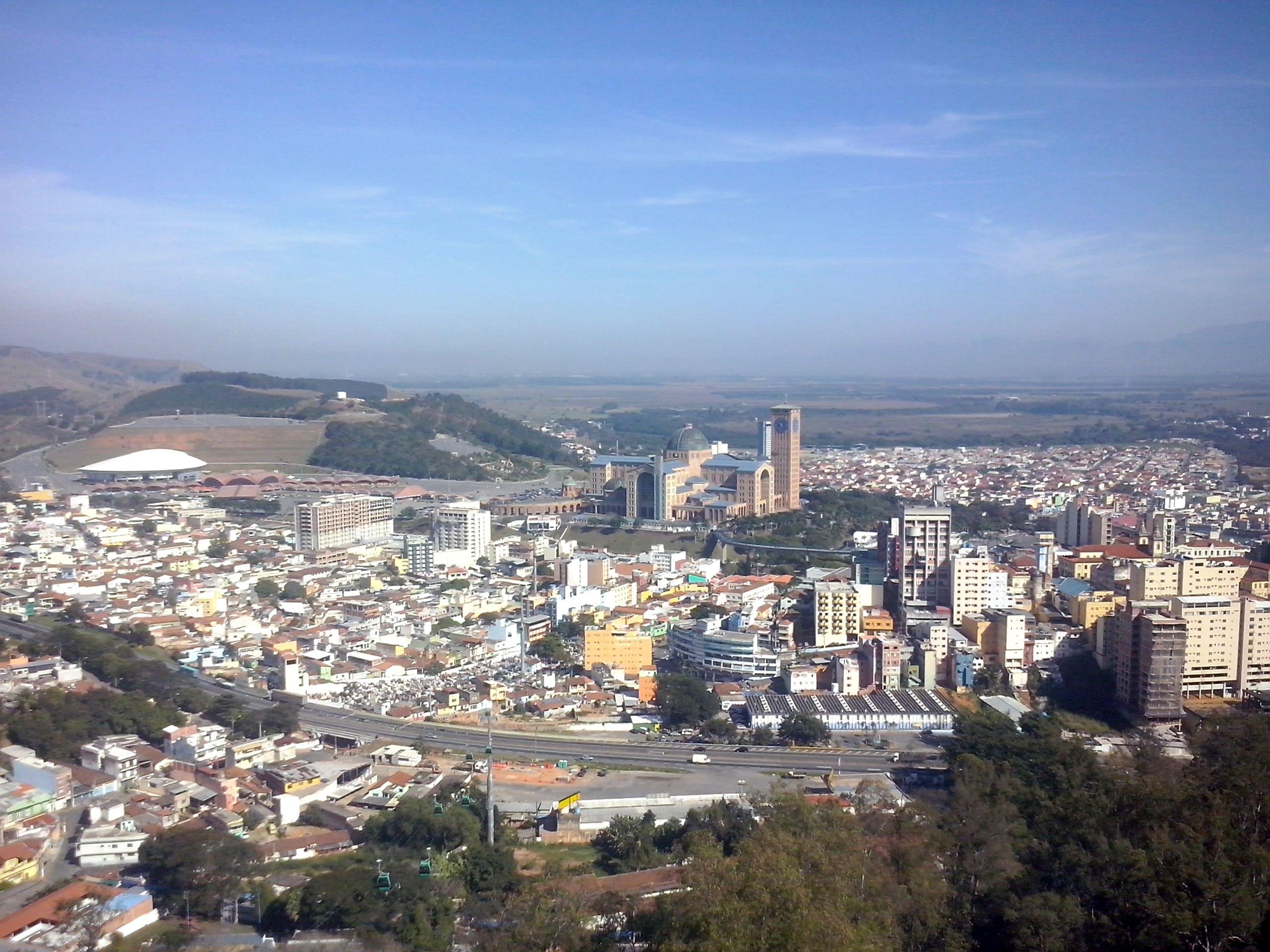 Imagem aérea da cidade para inspirar o novo empreendedor a abrir empresa em Aparecida