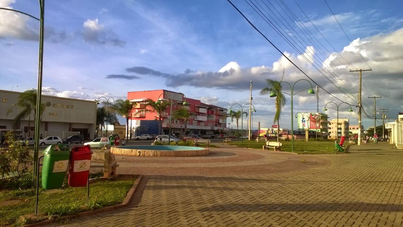 Foto da praça que pode ser uma inspiração de localização para abrir empresa em Cidade Ocidental de Goiás
