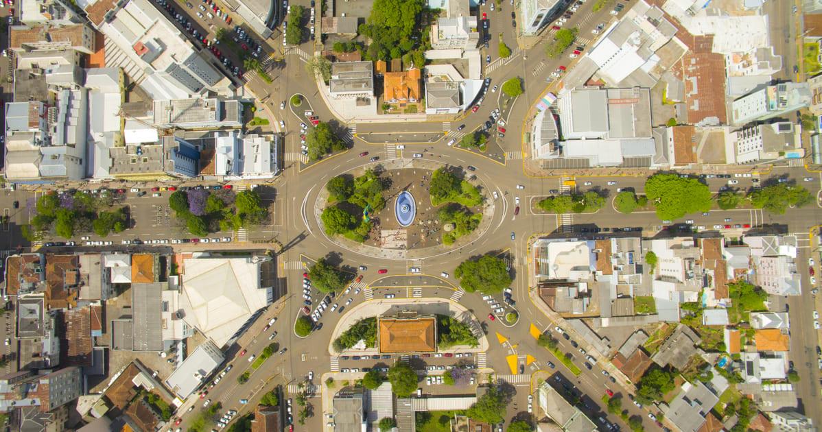 foto aérea de praça principal da cidade, representando como abrir empresa em Erechim