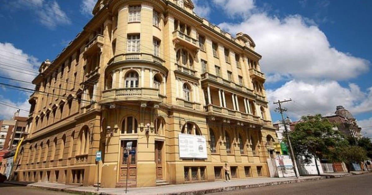 Foto de hotel histórico da cidade, representando a contabilidade em pelotas