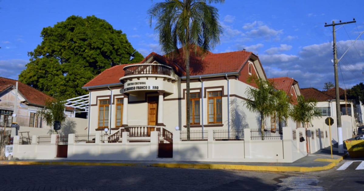 Foto de casarão antigo da cidade, representando a contabilidade em Piratininga