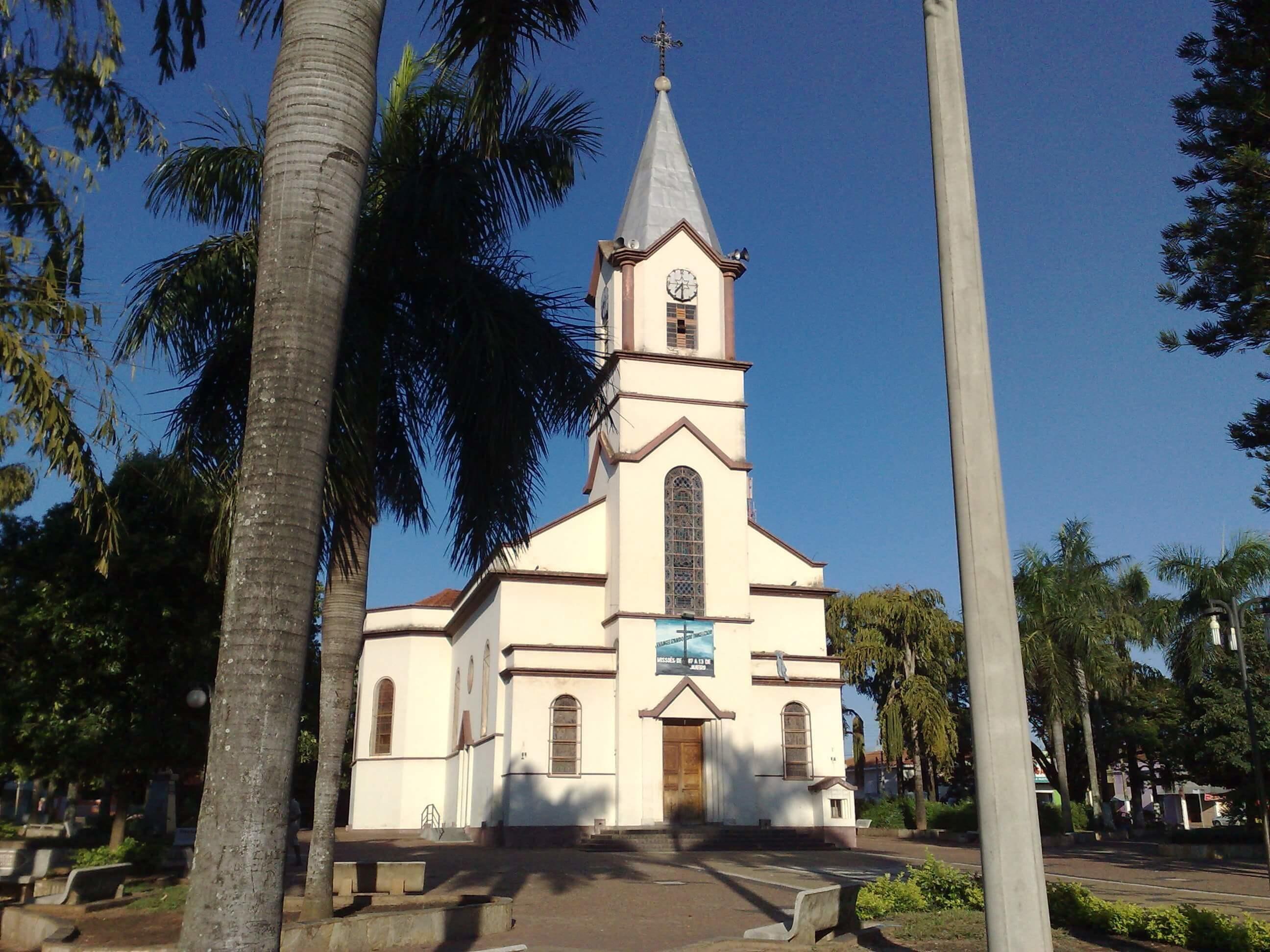 Imagem da igreja da cidade para remeter aos empreendedores que buscam escritório de contabilidade em Irapuã