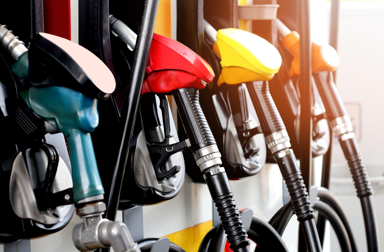 Imagem de bombas de gasolina para remeter ao empreendedor que deseja abrir um posto de combustível